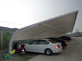 膜结构车棚顶棚清洗方法